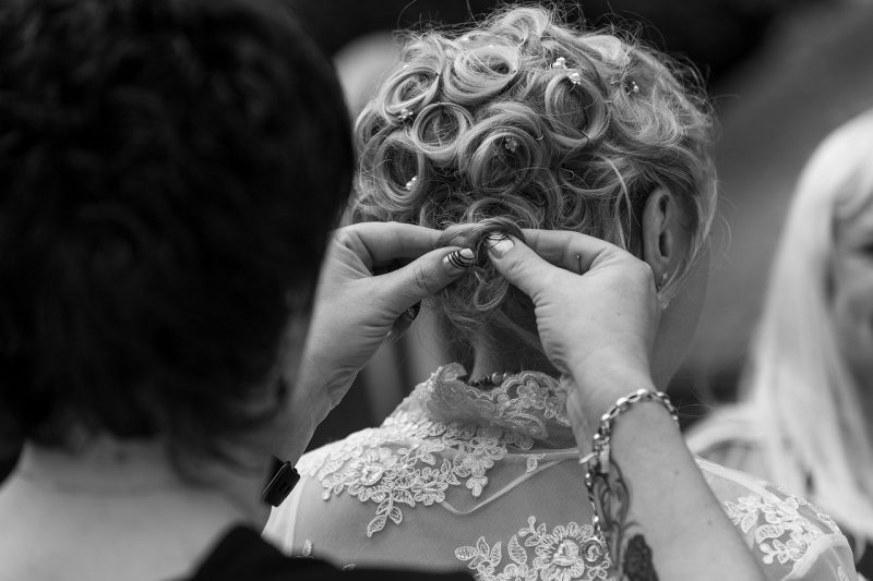 17 Stunning and Chic Bridal Hairstyles for Short Hair